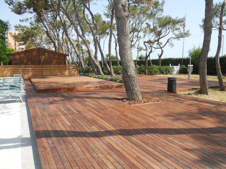 Decking parquet per esterni iperceramica - Listoni in legno per esterni ...