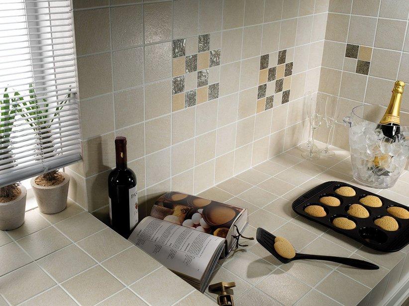 Rivestimento cucina classica efeso iperceramica - Rivestimento cucina bianco ...