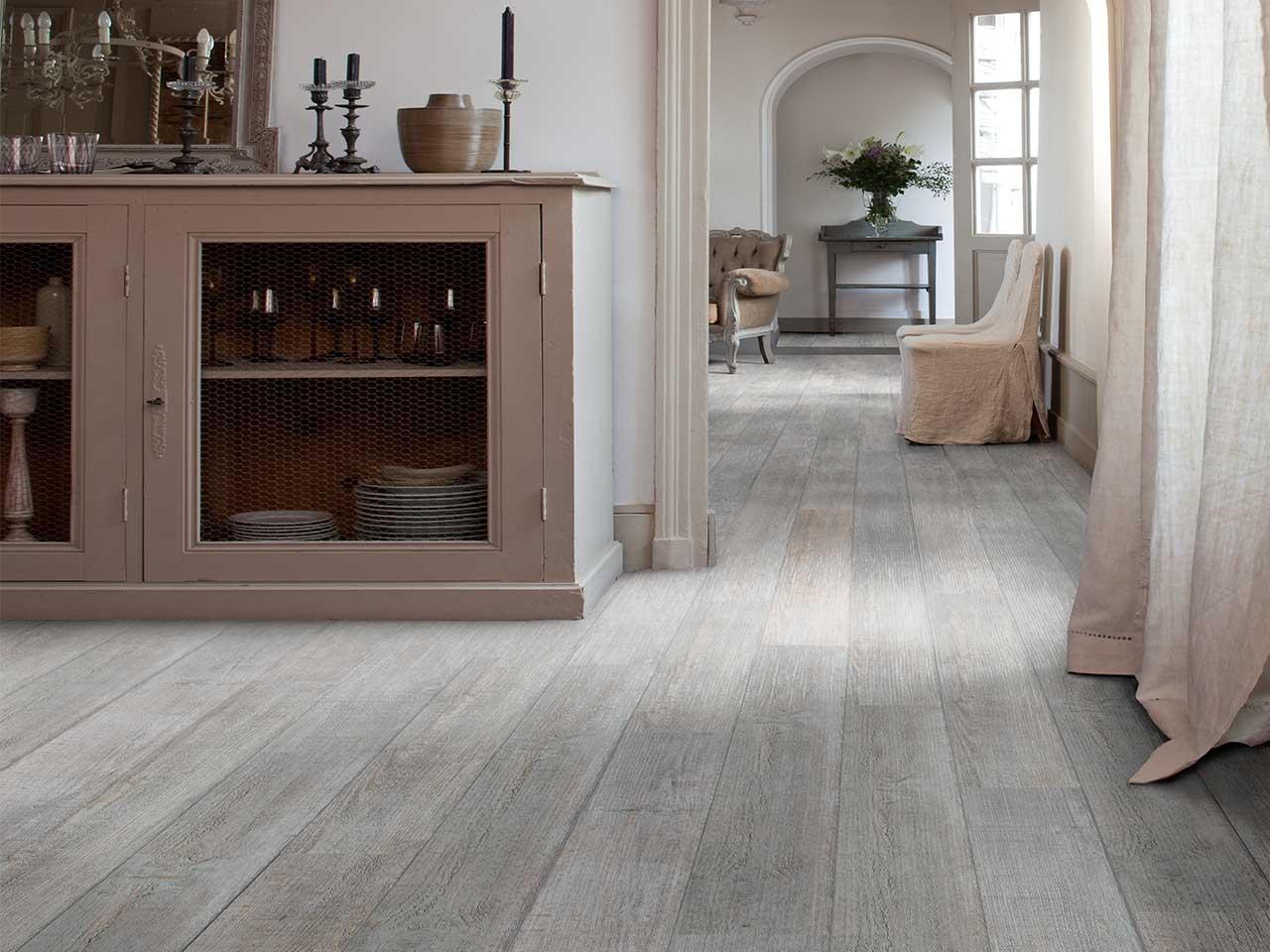 Pavimenti in finta pietra per interni for Piastrelle pvc adesive
