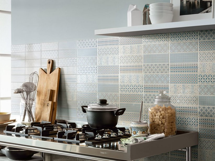 Rivestimento bagno bicottura pattern iperceramica for Piastrelle maiolica cucina