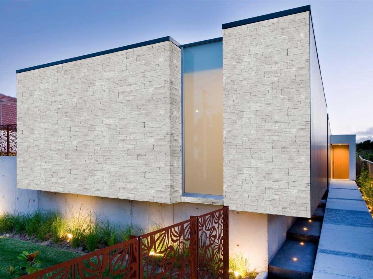 Rivestimento esterno in pietra ricostruita terminali for Case bianche moderne