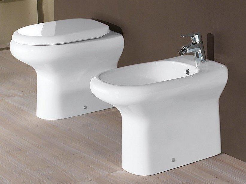 Wc scarico a terra boiserie in ceramica per bagno for Scarico wc a parete