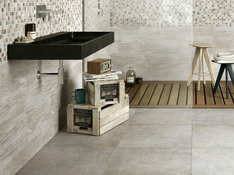 Rivestimenti bagno finto marmo idee per il design della casa - Rivestimento bagno legno ...