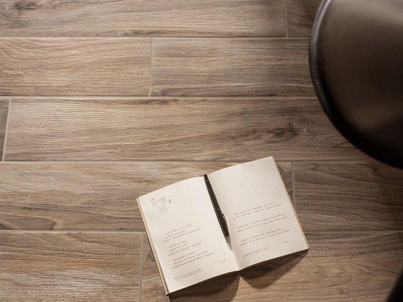 Pavimento in gres effetto legno woodland iperceramica for Spessore parquet