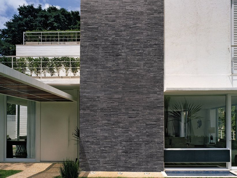 Rivestimento in pietra ardesia natstone black iperceramica - Pietre per interno casa ...