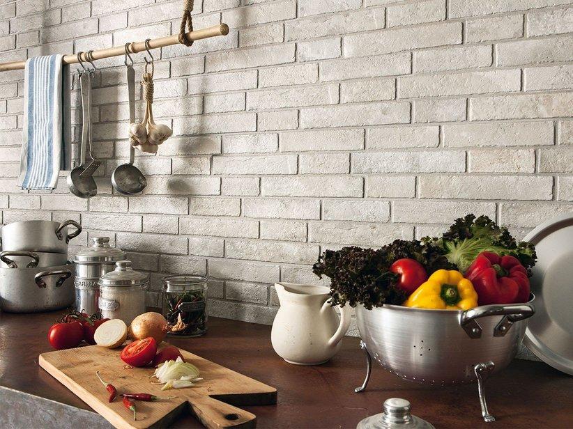 Rivestimento in gres effetto muretto ad incastro for Mattonelle per rivestimento cucina