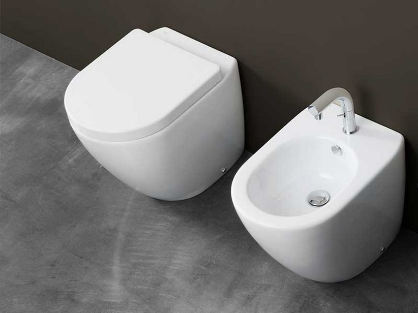 Cover wc a terra scarico universale cm 52x36 iperceramica - Sanitari filo parete prezzi ...